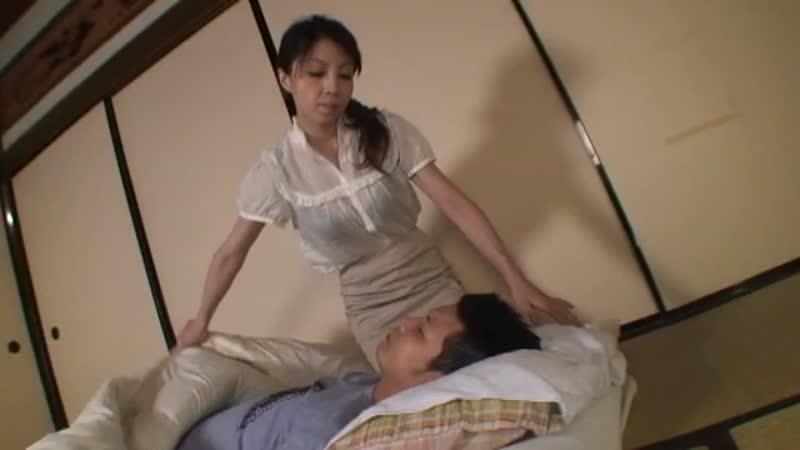 【エロ動画】病気になった息子の下の世話をするためにお母さんが顔面騎乗手コキwww【澤美レミ】