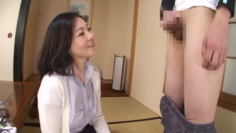 【エロ動画】美魔女のお母さんが性欲旺盛な息子のセンズリ鑑賞をしてフェラ抜き!w【美里このみ】