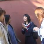【エロ動画】地味系とギャル系の珍しいJKコンビが逆ナンパしてダブルフェラ抜き交渉!w【JK】