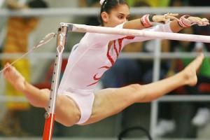 【アスリートエロ画像】開きまくりだから見ちゃうw新体操選手のパックリ股間www